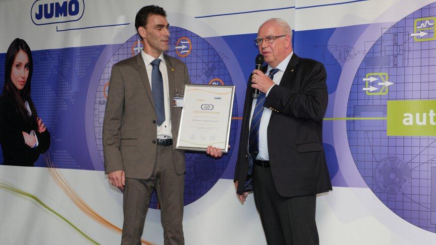 Steven de Graaf en Bernhard Juchheim tijdens het 40 jarige jubileum van JUMO Nederland.