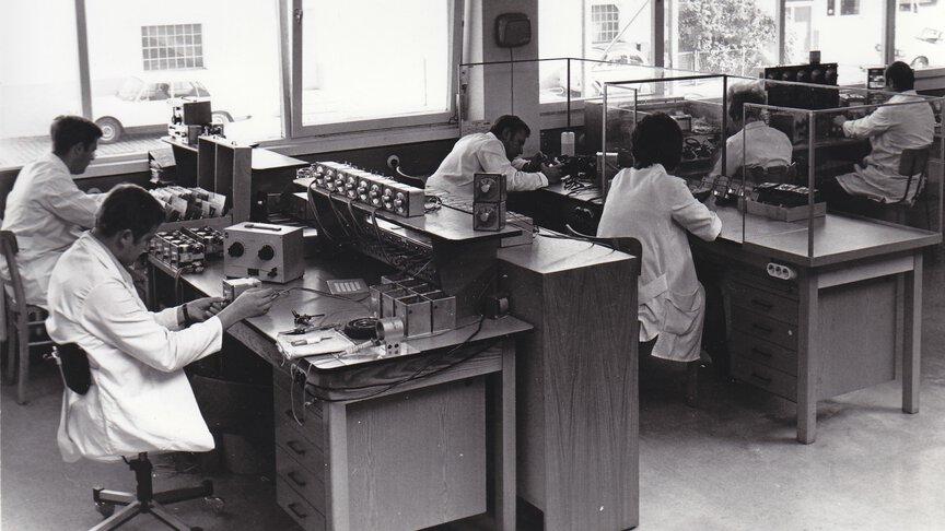 Fertigung elektrischer Regler in den 60er Jahren