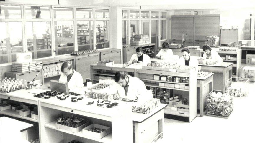 Montagegruppe der elektrischen Temperaturegler in 1972