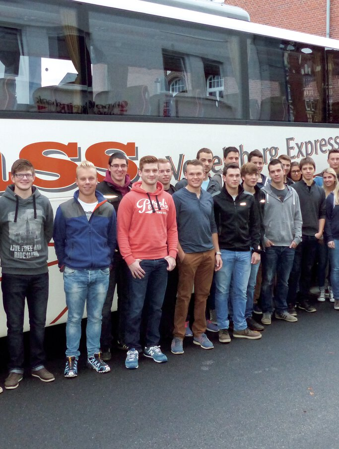 JUMO apprentices in front of a travel coach