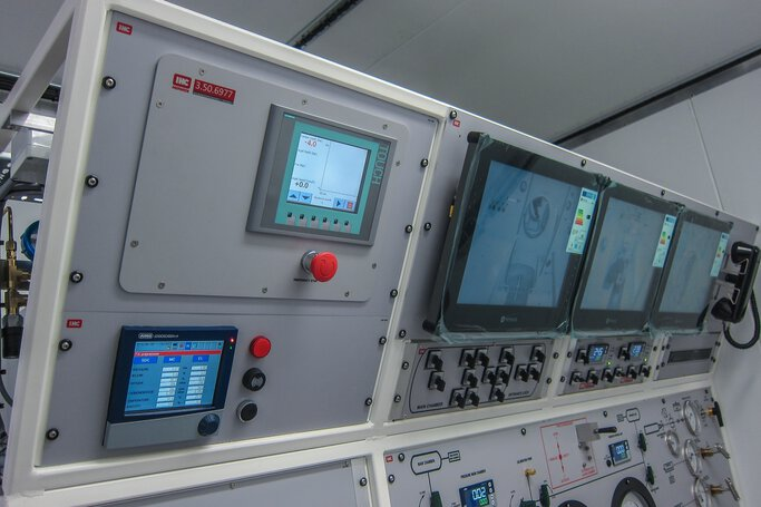 JUMO diraVIEW und LOGOSCREEN in a decompression chamber © IHC Hytech B.V.